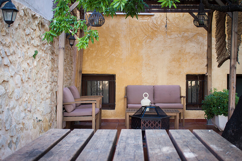 Zona 'chillout' del patio | Casa Rural Amparo